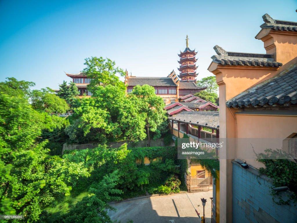 Nanjing jiming temple under blue sky : Stock-Foto