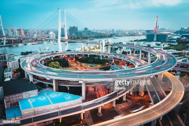 Nanpu Bridge in der Dämmerung - Shanghai, China