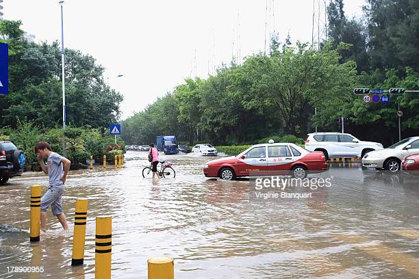 CONTENT] Nanshan district Shenzhen flooded after heavy rain during the monsoon season Pedestrians cars trying to find their way through the flooded...