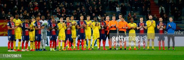 Nantes' and Caen's players pay tribute to late Argentinian forward Emiliano Sala prior to the French L1 football match between Caen and Nantes on...