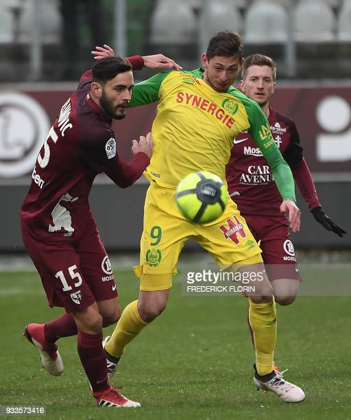 Nantes' Argentinian forward Emiliano Sala vies with Metz' Serbian defender Vahid Selimovic during the French L1 football match Metz vs Nantes on...