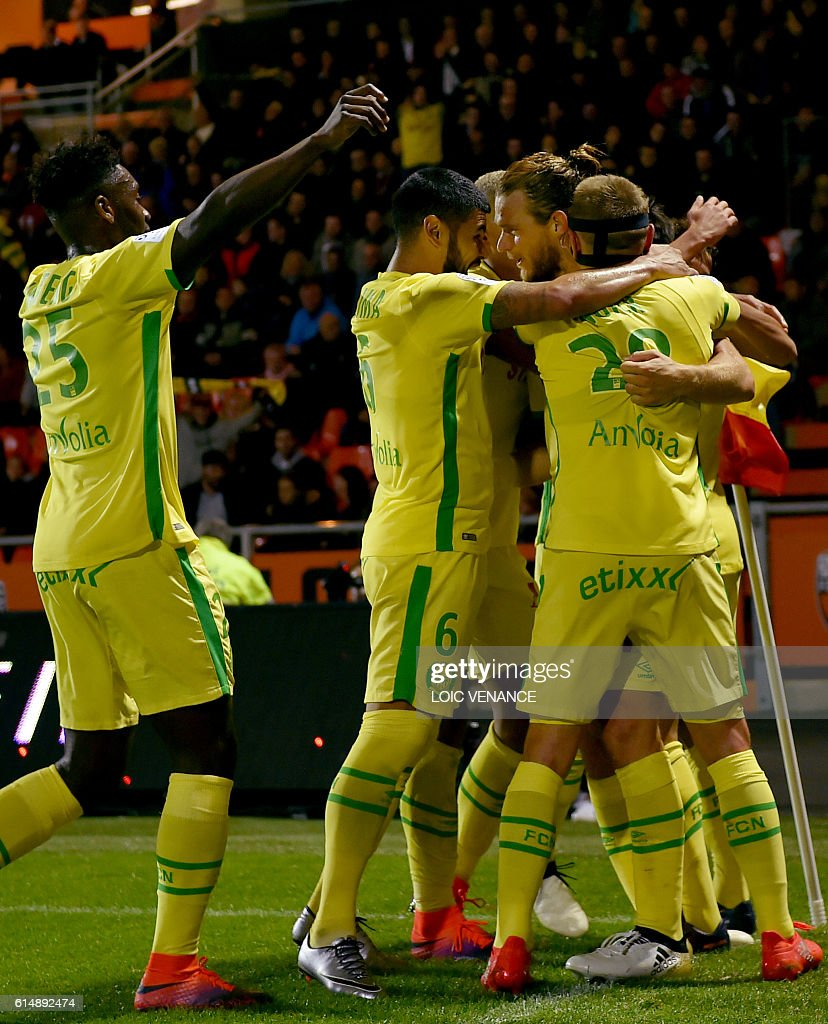 Nantes' Belgian midfielder Guillaume Gillet is congratulated by teammates after scoring a goal during the French L1 football match Lorient vs Nantes, at the Moustoir Stadium in Lorient, western France, on October 15, 2016. / AFP / LOIC