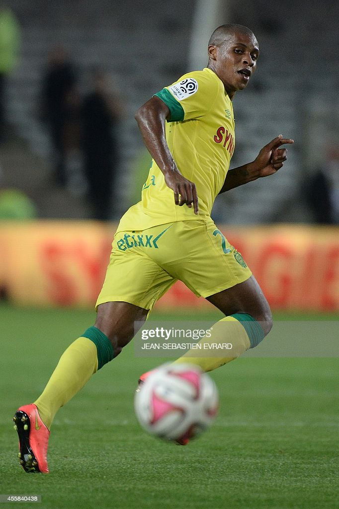 Nantes' French forward Johan Audel runs with the ball during the French L1 football match between Nantes (FCN) and Nice (OGC) on September 20, 2014 at the Beaujoire stadium in Nantes, western France.