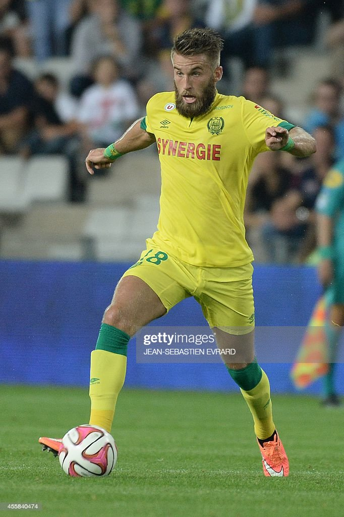 Nantes' French midfielder Lucas Deaux runs with the ball during the French L1 football match between Nantes (FCN) and Nice (OGC) on September 20, 2014 at the Beaujoire stadium in Nantes, western France.