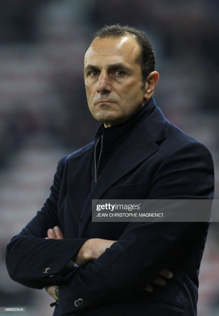 Nantes' French-Arrmenian coach Michel Der Zakarian looks on during the French L1 football match between OGC Nice (OGCN) and FC Nantes (FCN) on February 15, 2014, at the Allianz Riviera stadium, in Nice, southeastern France.