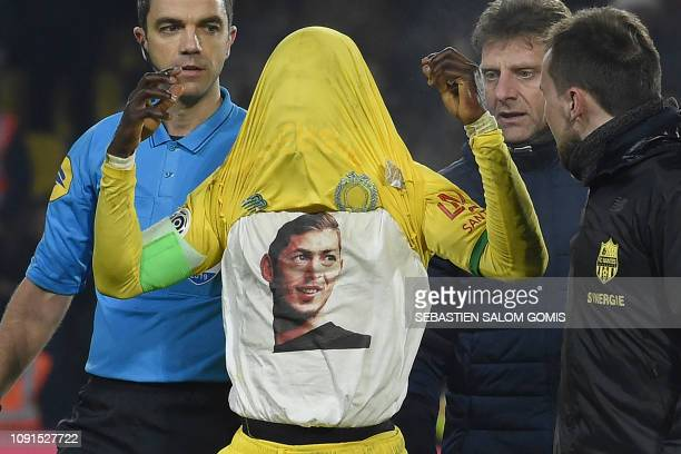 TOPSHOT Nantes' Ghanaian forward Abdul Majeed Warisaris shows the the picture of Nantes' Argentinian forward Emilianio Sala who is missing following...