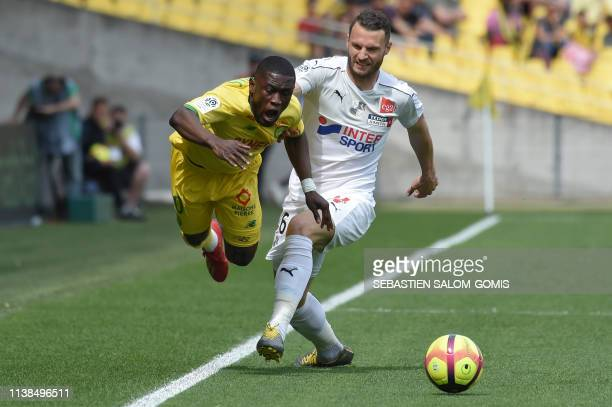 Nantes' Ghanaian forward Waris Majeed vies for the ball with Amiens' Dutch defender Erik Pieters during the French L1 football match between Nantes...