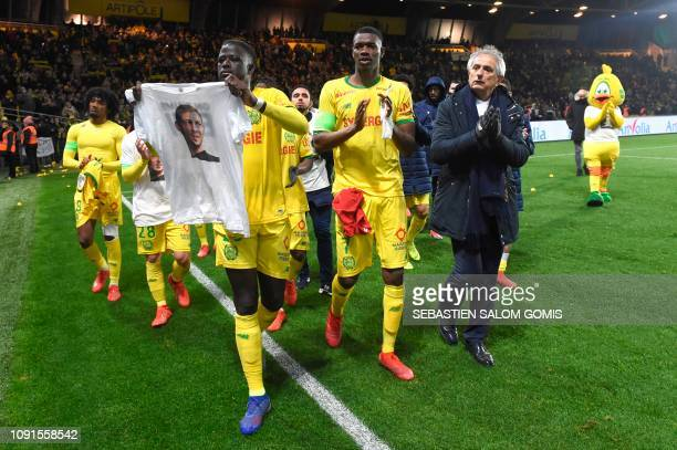 Nantes players and Bosnian head coach Vahid Halilhodzic pay an hommage to Nantes' Argentinian forward Emilianio Sala after the French L1 football...