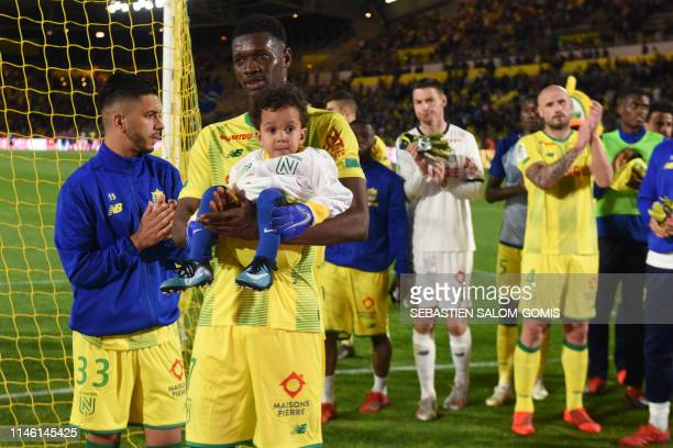 Nantes' players clap as they thank their supporters after the French L1 football match between FC Nantes and Strasbourg at the La Beaujoire stadium...