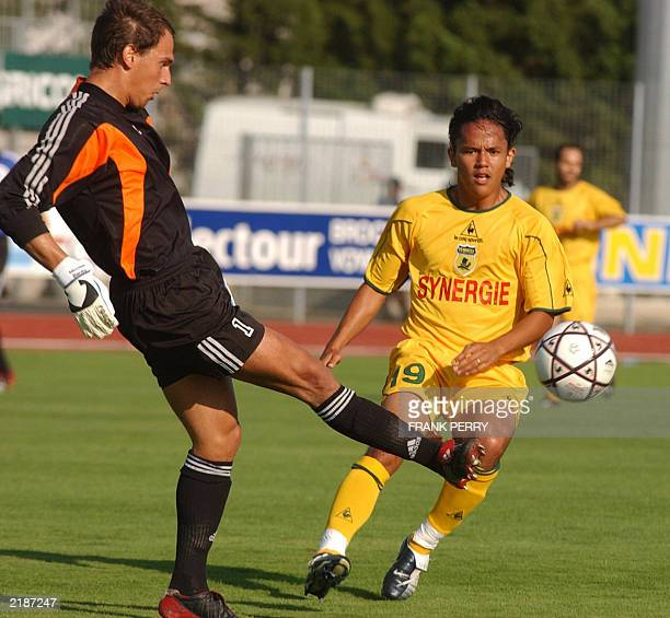 Nante's striker Marama Vahirua fights for the ball with Swiss Nicolas Beney ce 19 Juillet 2003 during the Intertoto Cup third round matchin Niort AFP...