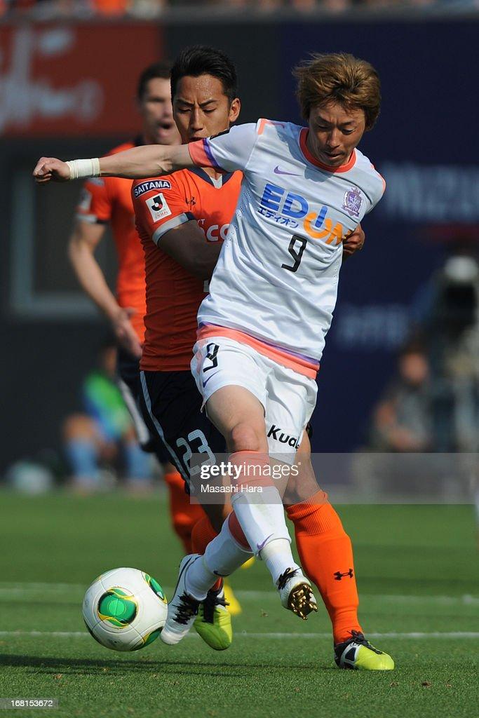 Naoki Ishihara #9 of Sanfrecce Hiroshima in action during the J.League match between Omiya Ardija and Sanfrecce Hiroshima at Nack 5 Stadium Omiya on May 6, 2013 in Saitama, Japan.