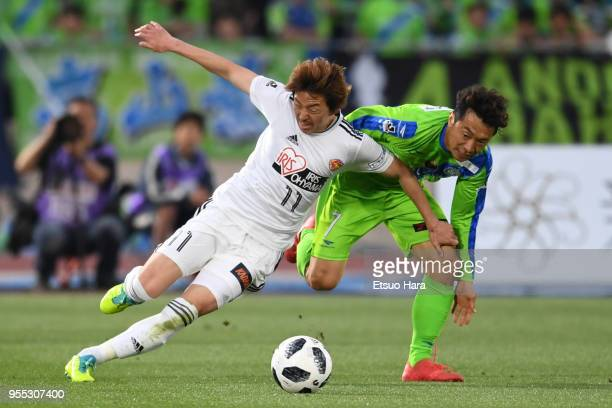 Naoki Ishihara of Vegalta Sendai and Tsukasa Umesaki of Shonan Bellmare compete for the ball during the JLeague J1 match between Shonan Bellmare and...