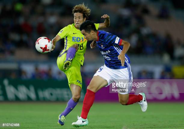 Naoki Maeda of Yokohama FMarinos heads the ball to score the opening goal during the JLeague J1 match between Yokohama FMarinos and Sanfrecce...