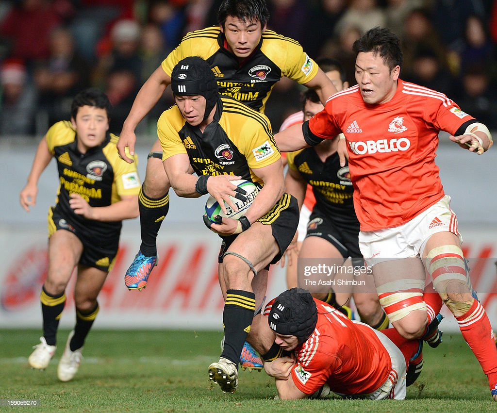Naoki Ozawa of Suntory Sungoliath runs with the ball during the Japan Rugby Top League match between Kobelco Steelers and Suntory Sungoliath at Home's Stadium Kobe on January 6, 2013 in Kobe, Hyogo, Japan.