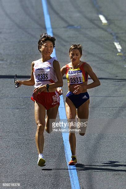 Naoko Takahashi of Japan and Lidia Simon of Romania compete in the Women's Marathon during the Sydney Olympics on September 24 2000 in Sydney...
