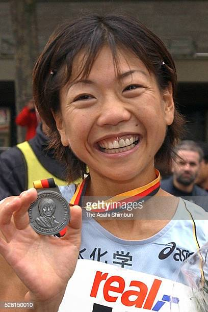 Naoko Takahashi of Japan celebrates winning with the new world record during the Berlin Marathon on September 30 2001 in Berlin Germany