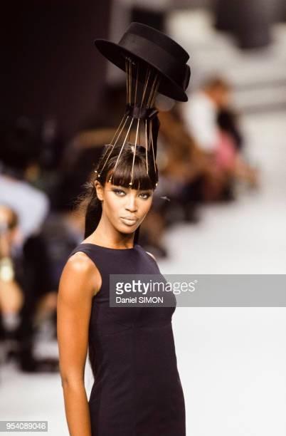 Naomi Campbell au défilé Chanel Haute Couture collection AutomneHiver 199596 à Paris en juillet 1995 France