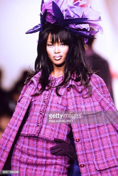 Naomi Campbell au défilé Chanel PrêtàPorter collection AutomneHiver 199596 à Paris en mars 1995 France