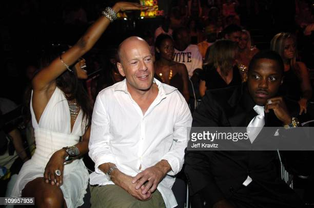 Naomi Campbell Bruce Willis and Mase during 2004 MTV Video Music Awards Backstage and Audience at American Airlines Arena in Miami Florida United...
