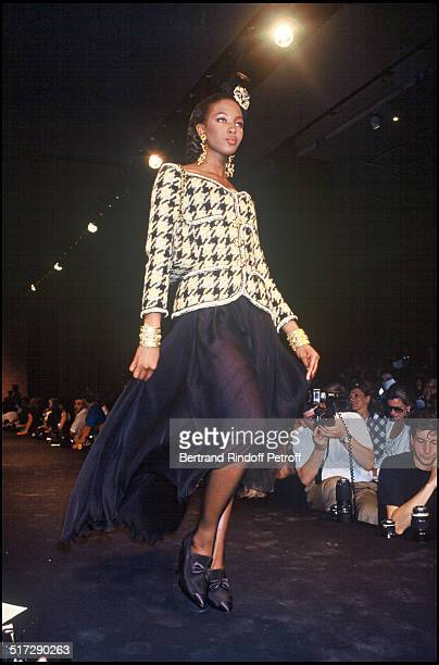 Naomi Campbell Chanel Haute Couture fashion show fall winter 19901991 collection in Paris