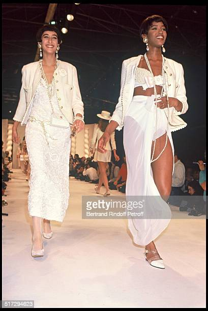 Naomi Campbell Chanel ready to wear fashion show spring summer 1990 collection in Paris