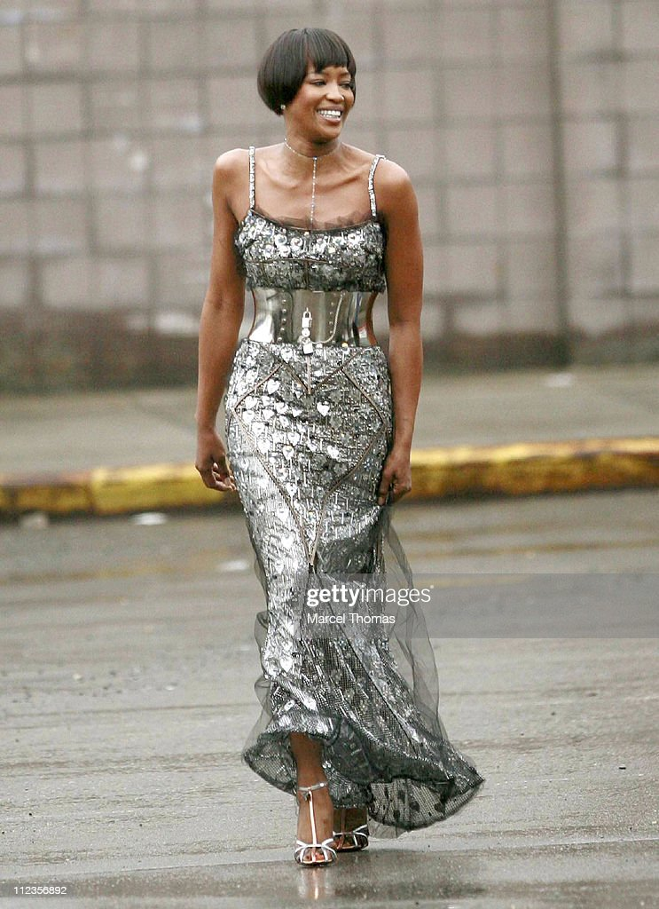 Naomi Campbell Sighting at the New York City Department of Sanitation on Her Fifth Day of Community Service - March 23, 2007 : News Photo