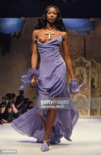 Naomi Campbell lors du défilé haute couture de Chanel en janvier 1993 à Paris France