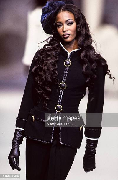 Naomi Campbell walks the runway at the Chanel Haute Couture Spring/Summer 19921993 fashion show during the Paris Fashion Week in January 1992 in...