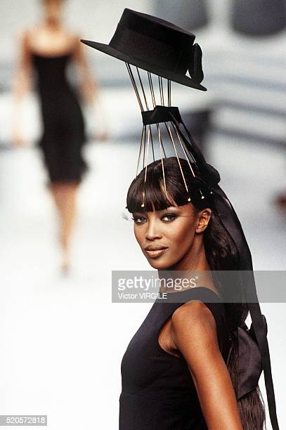 Naomi Campbell walks the runway at the Chanel Haute Couture Fall/Winter 19951996 fashion show during the Paris Fashion Week in July 1995 in Paris...
