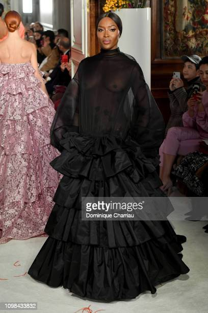 6 647 Naomi Campbell Runway Photos And Premium High Res Pictures Getty Images