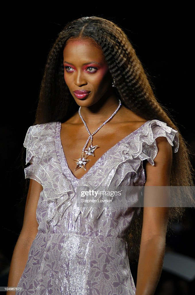Olympus Fashion Week Fall 2004 - Anna Sui - Front Row and Runway : News Photo