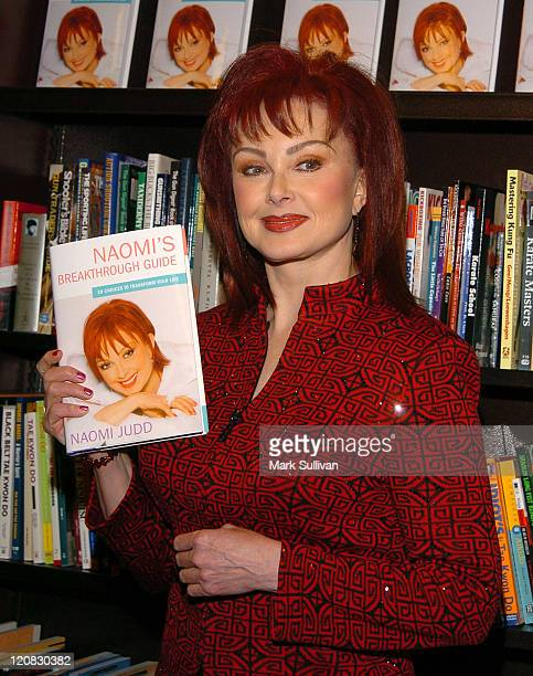 """Naomi Judd during Bookstore Appearance by Naomi Judd for her New Self-Help Book """"Naomi's Breakthrough Guide"""" at Barnes & Noble at The Grove in Los..."""