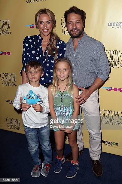 Naomi LowdePriestley and husband actor Jason Priestley pose with children at celebration of Amazon's Gortimer Gibbon's Life on Normal Street Season 2...