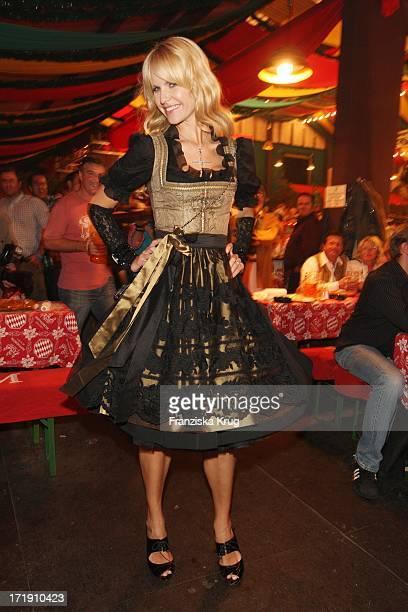 Naomi Valeska Kern Im Hippodrom Beim Stammtisch Von Baldessarini Auf Dem Oktoberfest In München Am 210908