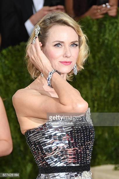 Naomi Watts attends the 'Manus x Machina: Fashion In An Age Of Technology' Costume Institute Gala at the Metropolitan Museum on May 02, 2016 in New...