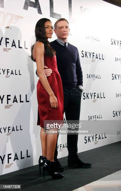 Naomie Harris and Daniel Craig attend 'Skyfall' photocall at Villamagna Hotel on October 29, 2012 in Madrid, Spain.