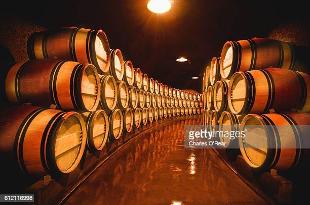 napa valley wine cellar - 地下貯蔵室 ストックフォトと画像
