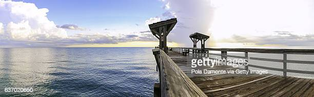 naples pier and calm ocean, florida - gulf coast states stockfoto's en -beelden