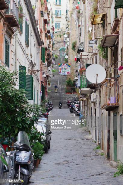 naples, spanish quarter (quartieri spagnoli); view of buildings and outdoor staircase - centro storico foto e immagini stock