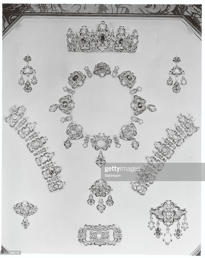napoleon s jewels to be worn by garbo these are the jewels given