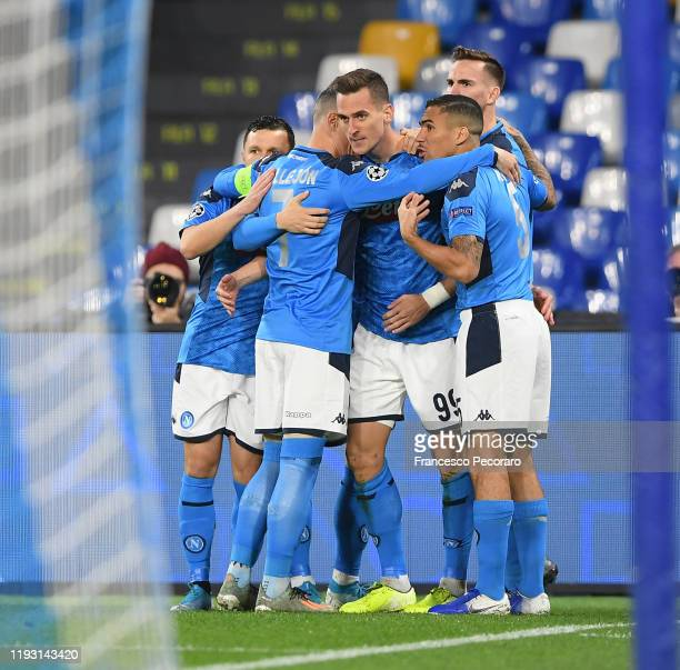Napoli players celebrate the 10 goal scored by Arkadiusz Milik during the UEFA Champions League group E match between SSC Napoli and KRC Genk at...