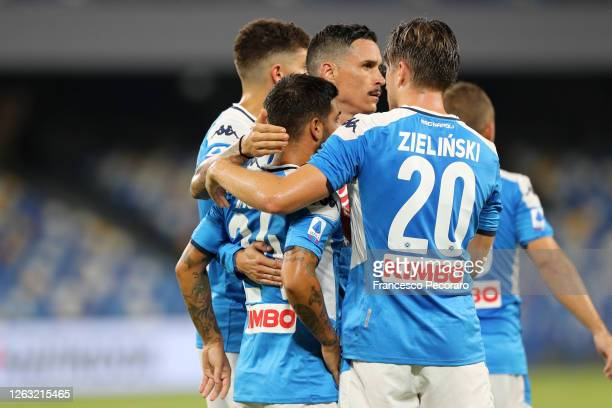 Napoli players celebrate the 2-1 goal scored by Lorenzo Insigne during the Serie A match between SSC Napoli and SS Lazio at Stadio San Paolo on...