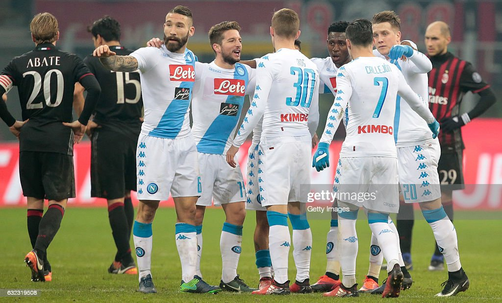 Napoli players celebrate the victory after the Serie A match between AC Milan and SSC Napoli at Stadio Giuseppe Meazza on January 21, 2017 in Milan, Italy.