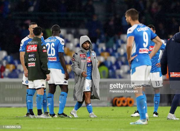 Napoli players stand disappointed after the Serie A match between SSC Napoli and Genoa CFC at Stadio San Paolo on November 09, 2019 in Naples, Italy.
