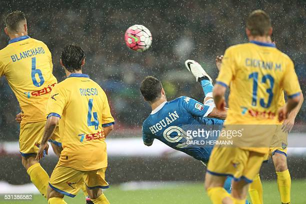 Napoli's ArgentinianFrench forward Gonzalo Higuain celebrates after scoring his 36th goal in the season during the Italian Serie A football match SSC...