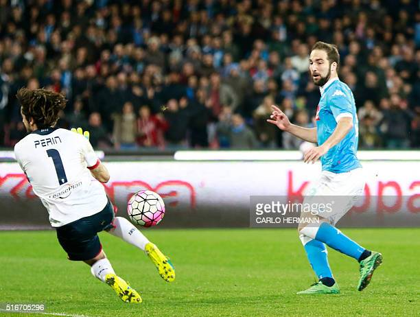 Napoli's ArgentinianFrench forward Gonzalo Higuain kicks against Genoa's Italian goalkeeper Mattia Perin during the Italian Serie A football match...
