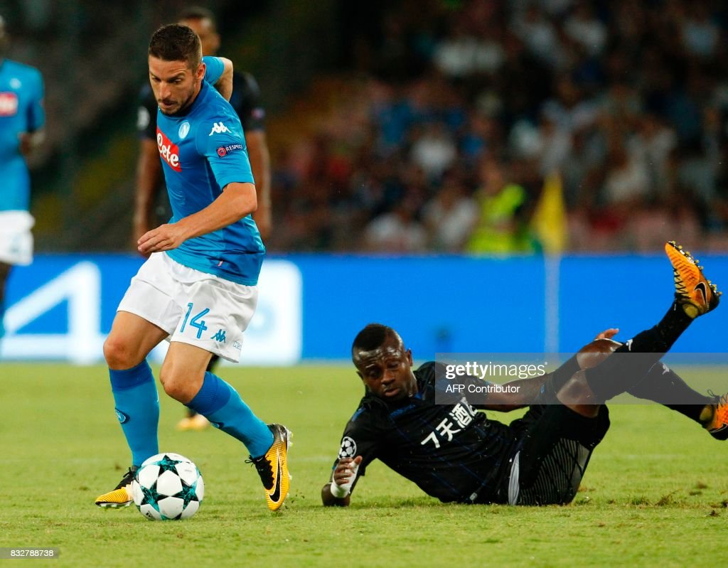 Napoli's Belgian forward Dries Mertens controls the ball as Nice's Ivorian midfielder Jean Seri falls during the UEFA Champions League Play Off first leg football match SSC Napoli vs OCG Nice, on August 16 2017 at the San Paolo Stadium. /