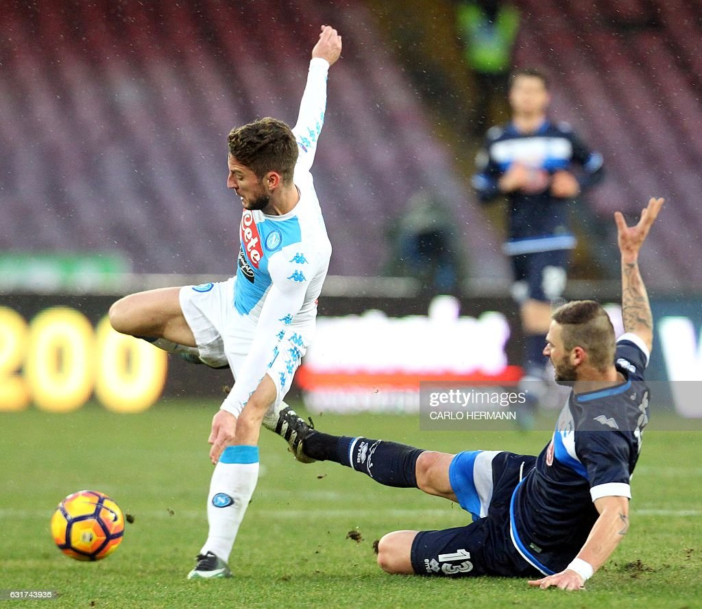 FBL-ITA-SERIEA-NAPOLI-PESCARA : News Photo