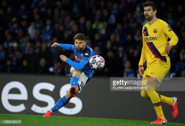 TOPSHOT Napoli's Belgian forward Dries Mertens shoots the ball during the UEFA Champions League round of 16 firstleg football match between SSC...