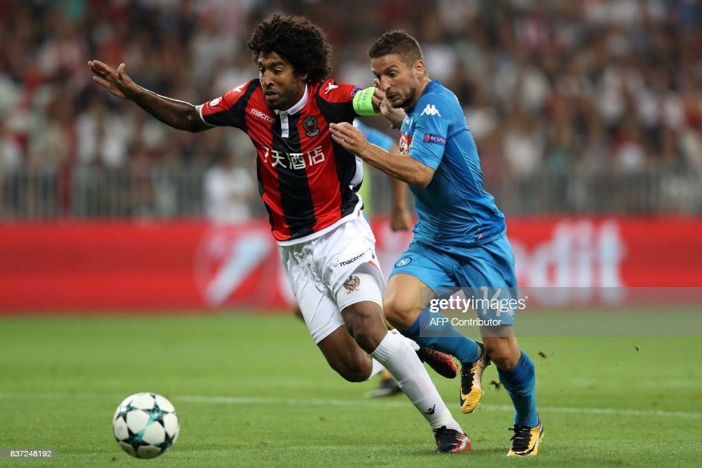 Napoli's Belgian striker Dries Mertens (R) challenges Nice's Brazilian defender Dante (L) during the UEFA Champions League play-off football match between Nice and Napoli at the Allianz Riviera stadium in Nice, southeastern France, on August 22, 2017. /